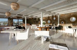 A restaurant or other place to eat at Tharroe of Mykonos Boutique Hotel