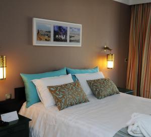 A bed or beds in a room at Hôtel Volubilis