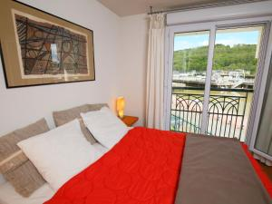 A bed or beds in a room at Apartment La Presqu'île-8