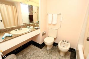 A bathroom at Hotel Princesa Louçã