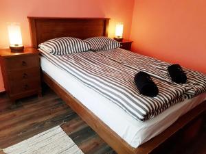 Легло или легла в стая в Хотел Авалон
