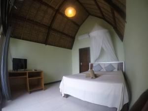 A bed or beds in a room at Krisna Bungalows and Restaurant