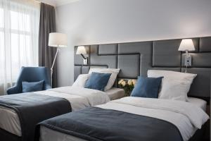 A bed or beds in a room at Hotel Włoski Boutique Centrum Poznań
