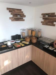 Een keuken of kitchenette bij Budget Hotel Vrouwenpolder