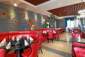 """Ein Restaurant oder anderes Speiselokal in der Unterkunft Hotel & Restaurant """"Danner"""" Rheinfelden City Center"""