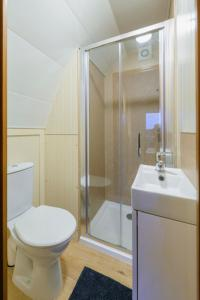 A bathroom at Farmyard Lane Glamping