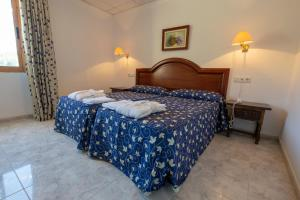 A bed or beds in a room at Hotel Xauen