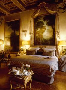 A bed or beds in a room at Residenza Napoleone III
