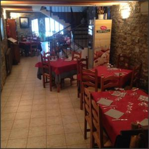A restaurant or other place to eat at Casa Fes Autural