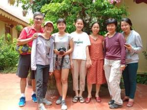 A family staying at Tam Coc Happy Home
