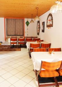 Ein Restaurant oder anderes Speiselokal in der Unterkunft Pension Damköhler Thale OT Westerhausen