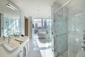 Ванная комната в Wyndham Grand Istanbul Levent
