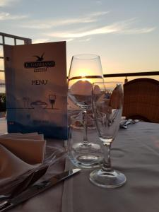 A restaurant or other place to eat at Hotel Il Gabbiano Beach