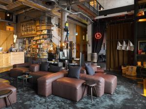 Lounge nebo bar v ubytování 25hours Hotel HafenCity