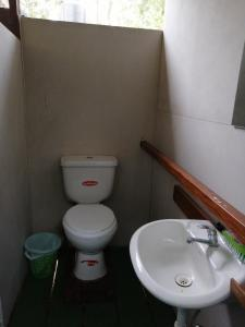 A bathroom at Passiflora Camp