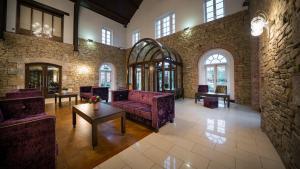 The lobby or reception area at Cavan Crystal Hotel