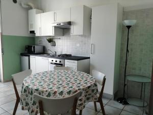 A kitchen or kitchenette at Residence Verona Inn