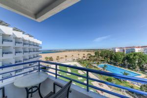 Un balcón o terraza de Puertobahia & SPA