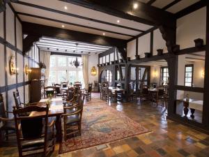 Ein Restaurant oder anderes Speiselokal in der Unterkunft Hotel & Restaurant Gut Hungenbach