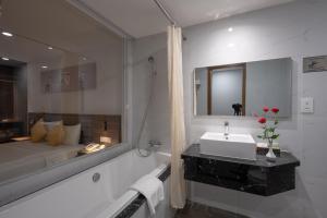 A bathroom at Bong Sen Hotel Saigon