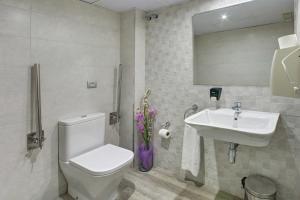 A bathroom at Hotel Nuevo Triunfo