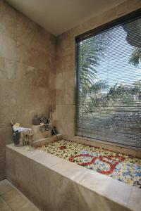 A bathroom at The Sankara Resort by Pramana