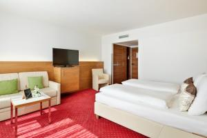 A television and/or entertainment center at Austria Trend Hotel Anatol Wien
