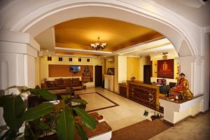 The lobby or reception area at DOM Himalaya Hotel