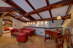 Ein Sitzbereich in der Unterkunft Art Hotel Commercianti