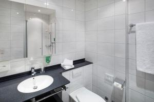 A bathroom at Hotel Stalden