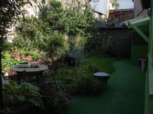 A garden outside L'Art du Temps