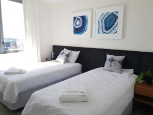 A bed or beds in a room at Riverfront Brisbane City