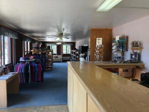 A restaurant or other place to eat at Prospector Inn