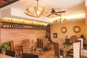 Un restaurante o sitio para comer en The Piccolo Hotel of Boracay