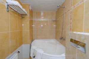 Un baño de Belarus Hotel