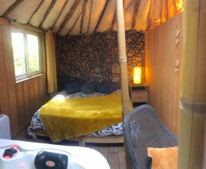 A bed or beds in a room at Ecolodges en Provence