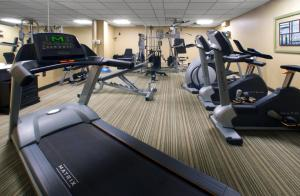 The fitness center and/or fitness facilities at Hotel Manoir Victoria