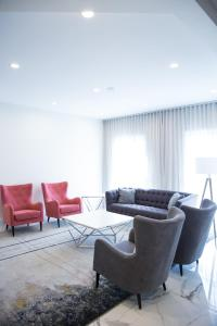 A seating area at Best Western Plus Montreal East