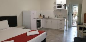 A kitchen or kitchenette at Trinity Beach Pacific