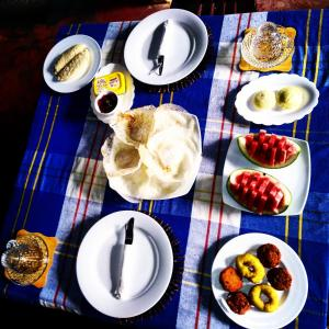 Breakfast options available to guests at Manju Homestay