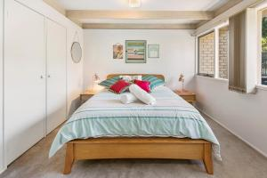 A bed or beds in a room at Woodland Haven