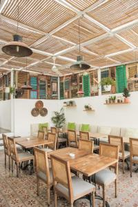 A restaurant or other place to eat at Adhisthana Hotel Yogyakarta