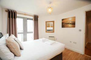 A bed or beds in a room at Your Stay Bristol Hamilton Court