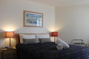 A bed or beds in a room at The Boathouse Luxury Apartments