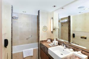 A bathroom at Kempinski Hotel The Dome Belek Golf and Thalasso