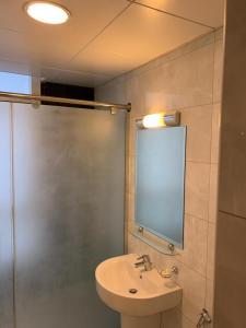 A bathroom at Paragon Hotel Apartments