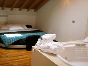 A bed or beds in a room at Parizzi Suites & Studio