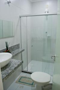 A bathroom at Pousada Corais da Barra