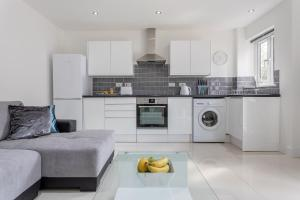A kitchen or kitchenette at Spire view Apartments
