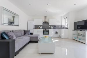 A seating area at Spire view Apartments